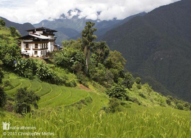 幸福指数最高的不丹国 - 三层楼自然工法的土屋介绍