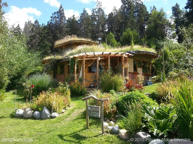 Holidays in natural healthy homes - The cob house the beauty of simplicity ...
