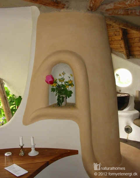 A beautiful niche in a cob house in denmark - The cob house the beauty of simplicity ...