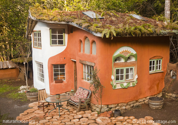A beautiful cob house in oregon usa - The cob house the beauty of simplicity ...