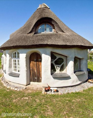 a cob and straw bale home in dyssekilde ecovillage denmark rh naturalhomes org