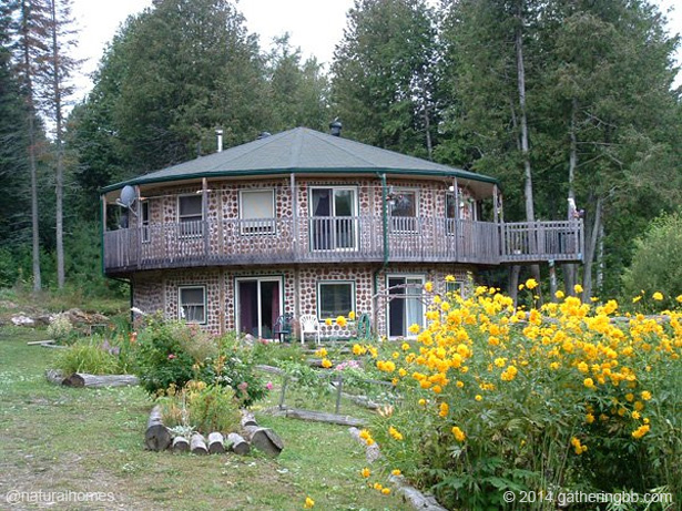 Golden ponds a cordwood hotel in ontario canada for Building a house in ontario