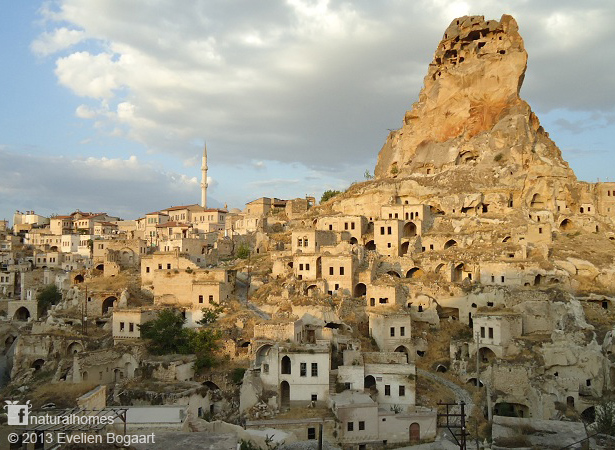 Las casas cueva de Ortahisar en Cappdocia, Turquía
