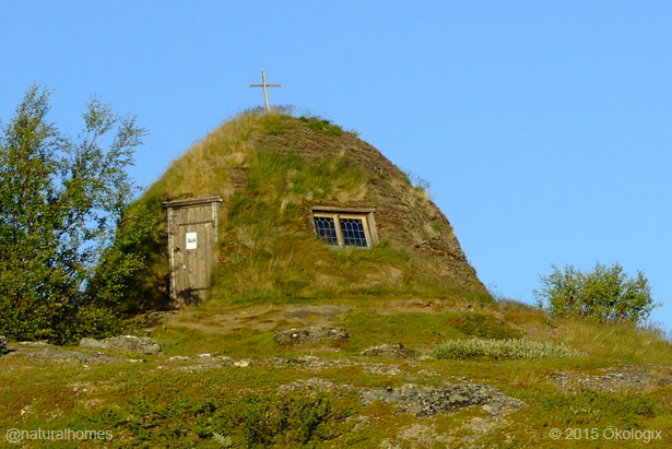 Maison traditionnelle en gazon du peuple sami nord de la for Maison traditionnelle nord