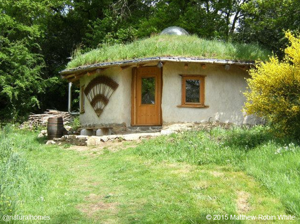 A straw bale roundhouse step by step for Steps in building a house