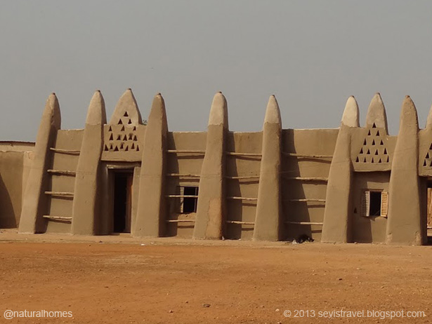 The adobe fortress homes of the wala people of wa ghana for Fortress homes